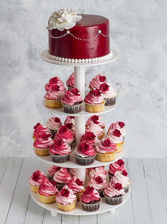свадебный торт с капкейками фото красно золотой таким