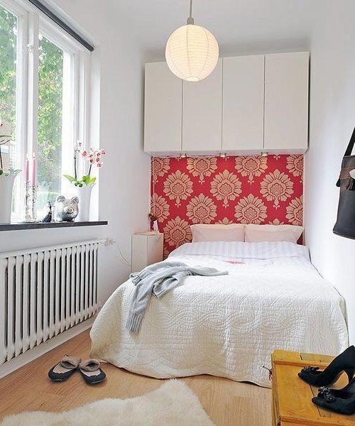 Спальня с китайским фонариком на потолке