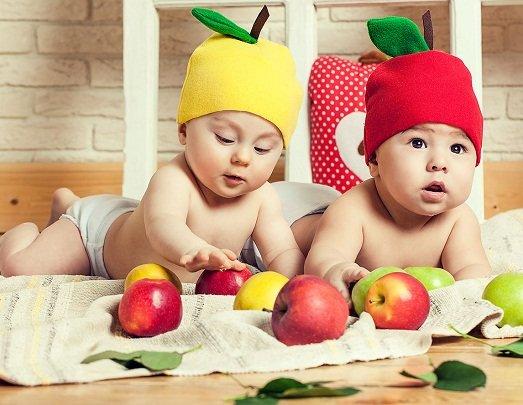 Малыши в шапочках