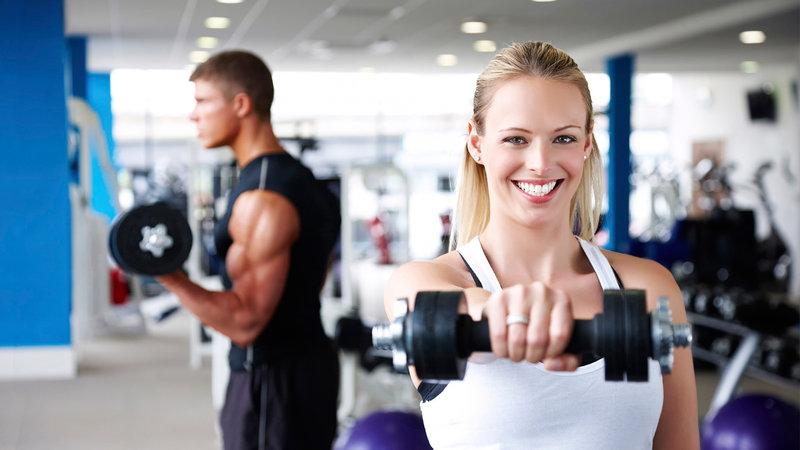 люди, которые начинают ходить в тренажерный зал, фитнес тело