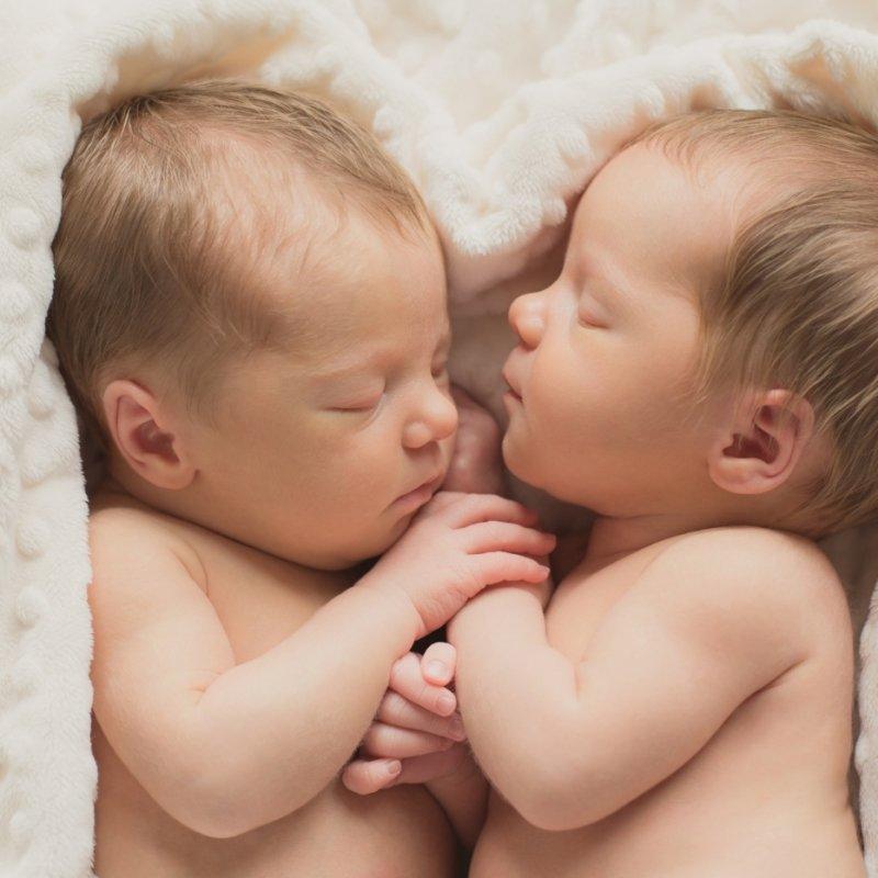 фото новорожденных мальчиков близнецов