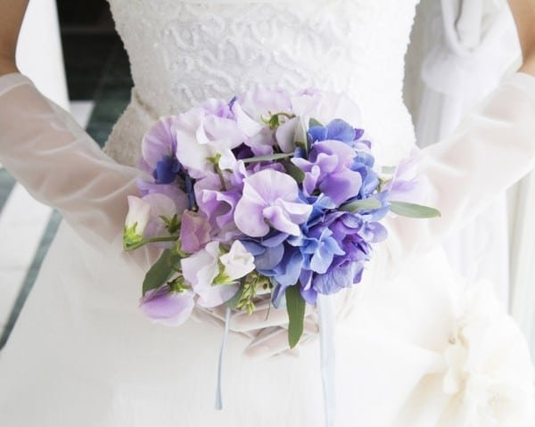 Свадебный букет — это стильный аксессуар, символ нежных чувств и главная деталь праздничного наряда новобрачной.