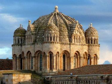 собор в романском стиле