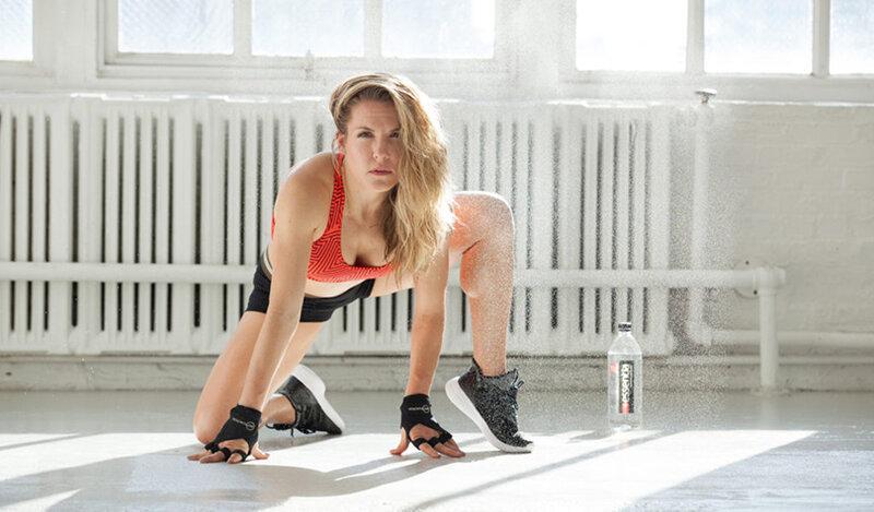 Ключ ксозданию красивого тела заключается вбалансе активного образа жизни, здоровой диеты иправильного режима дня,— покрайней мере, именно так считает ведущий фитнес-эксперт Анна Кайзер.