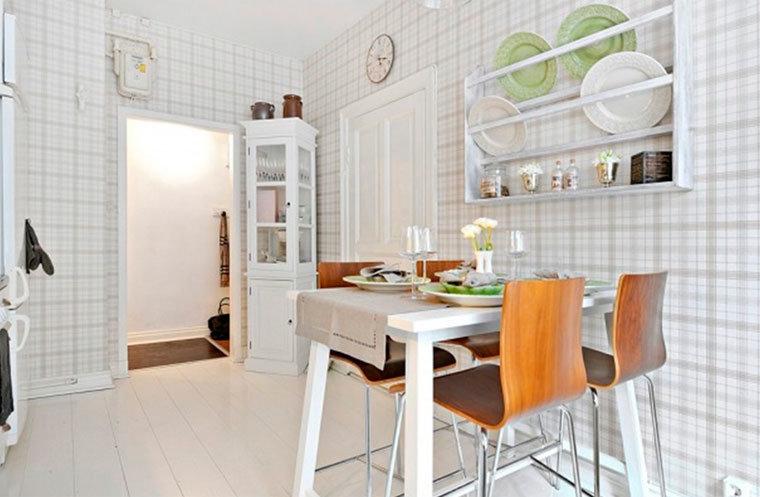 Светлая клетка увеличит визуально размер кухни