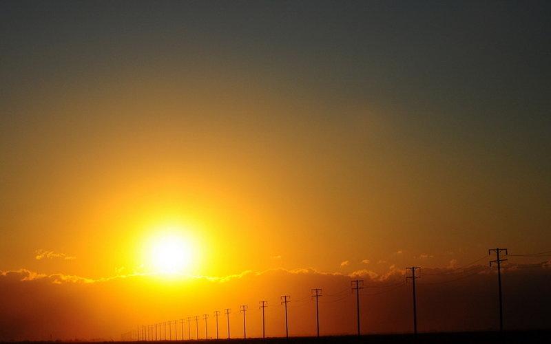 Закат солнца вдоль дороги