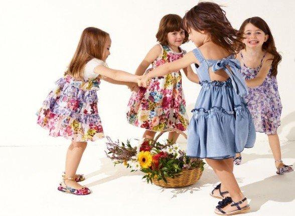 Одежда сопровождает нас повсюду и оказывает огромное влияние на нашу жизнь. Тем более, если это одежда для детей. Часто кроха капризничает во время сборов на прогулку или в детский садик.