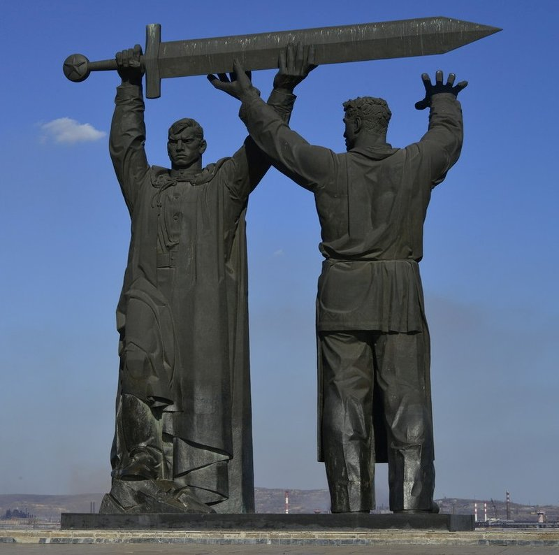 "Монумент "" Тыл - фронту"". Магнитогорск"