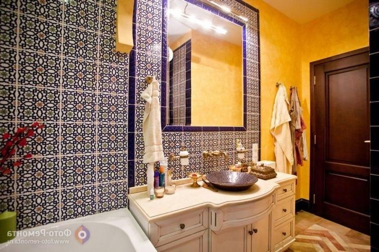 египетский стиль интерьера в ванную в клеточный принт
