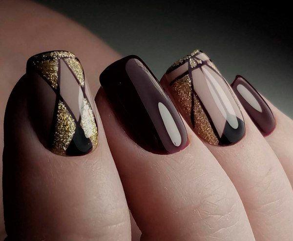 Модный маникюр ногтей в темном варианте