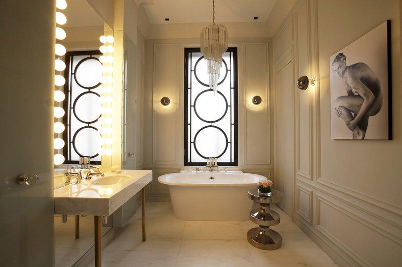 Как оборудовать освещение в ванной комнате, учитывая ее габариты и особенности