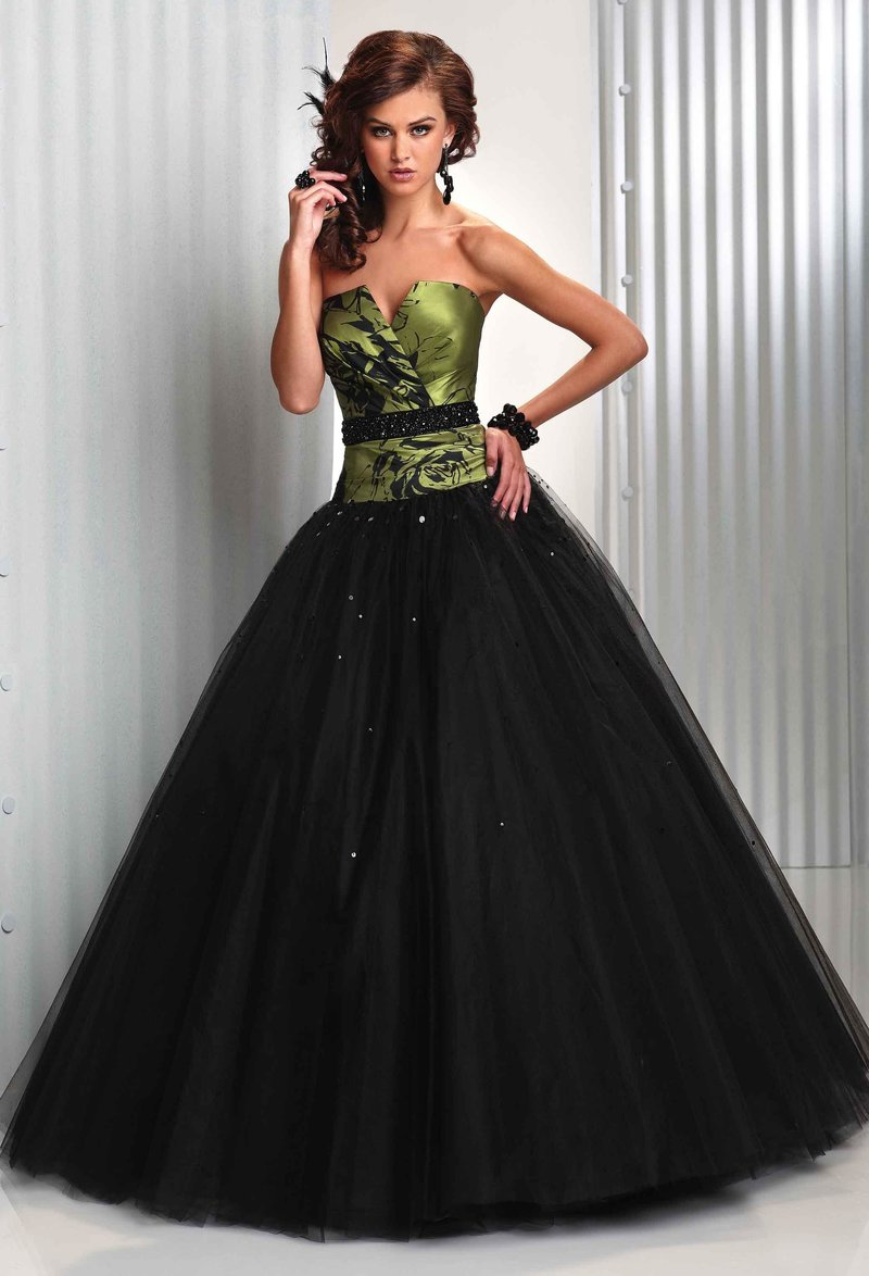 Платье с черной пышной юбкой и зеленым корсетом