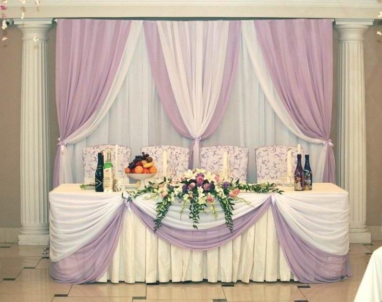 При оформлении свадебного зала большое значение имеет также и его световое  оформление, ведь правильно подобранный яркий или приглушенный свет способны создать поистине романтическую атмосферу праздника.