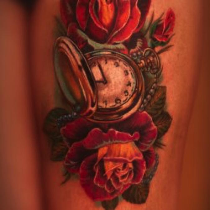 Не имеет большого значения, какое именно из разновидностей тату изображается на фото – стилизованное или максимально.