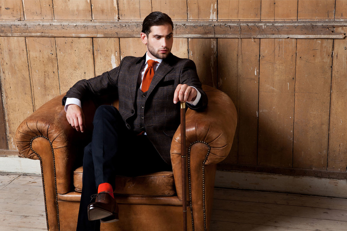 модный мужчина на кресле сидит фото секс фото занимает