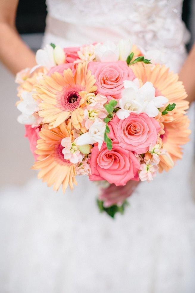 Букет позволит великолепно подчеркнуть наряд невесты