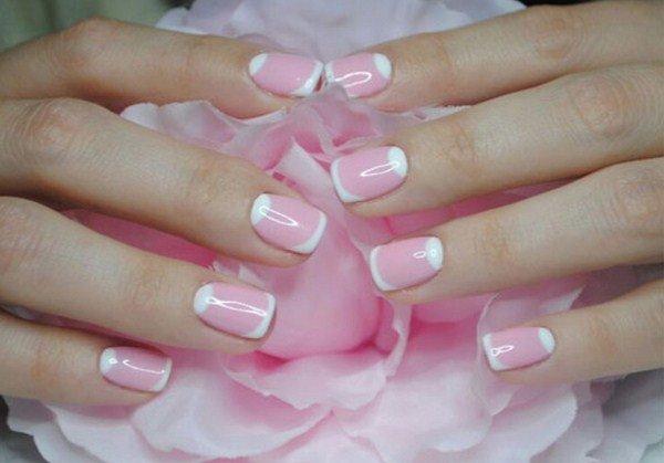 Модный розовый маникюр  с френчем белоснежным  в тон