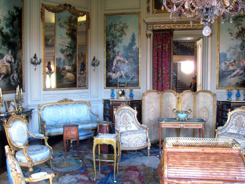 Изысканная комната в стиле маньеризм