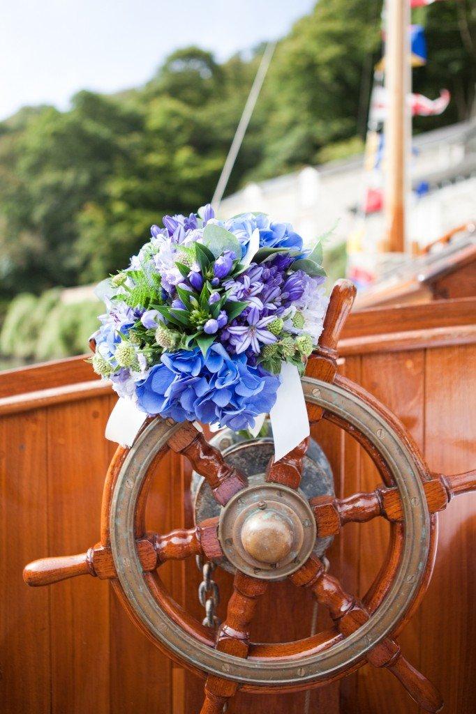 Поздравительный букет в морском стиле фото