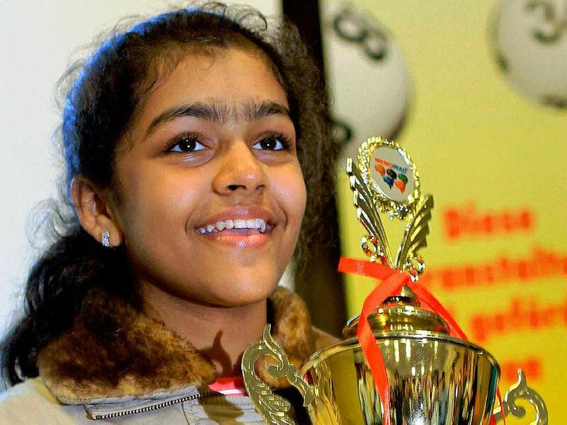Приянши Сомани (Priyanshi Somani) Индийская девочка-подросток, которая в 2010 году, в возрасте 12 лет была названа Человеком, который считает быстрее всех в мире. На мировом чемпионате, куда собрались самые быстрые люди-счетчики со всего мира Приянши оказалась самой младшей, однако именно она оказалась и единственной, набравшей 100  правильных ответов. После этого имя Приянши Сомани попало в Книгу Рекордов Гиннесса (Guinness Book of World Records), а также в ее индийский аналог 'Limca Book of World Records'.