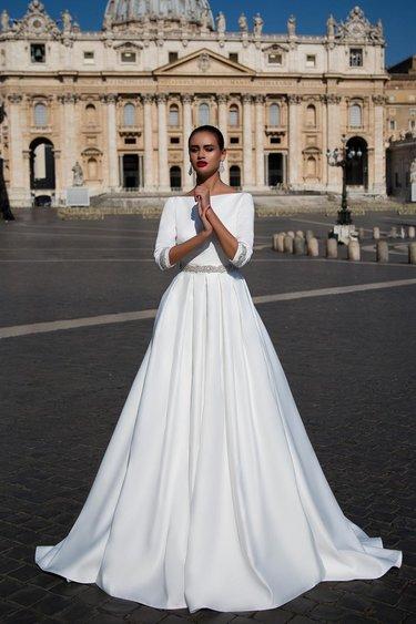 f0351e175fc Как обыграть красные туфли с белым свадебным платьем » — картка ...