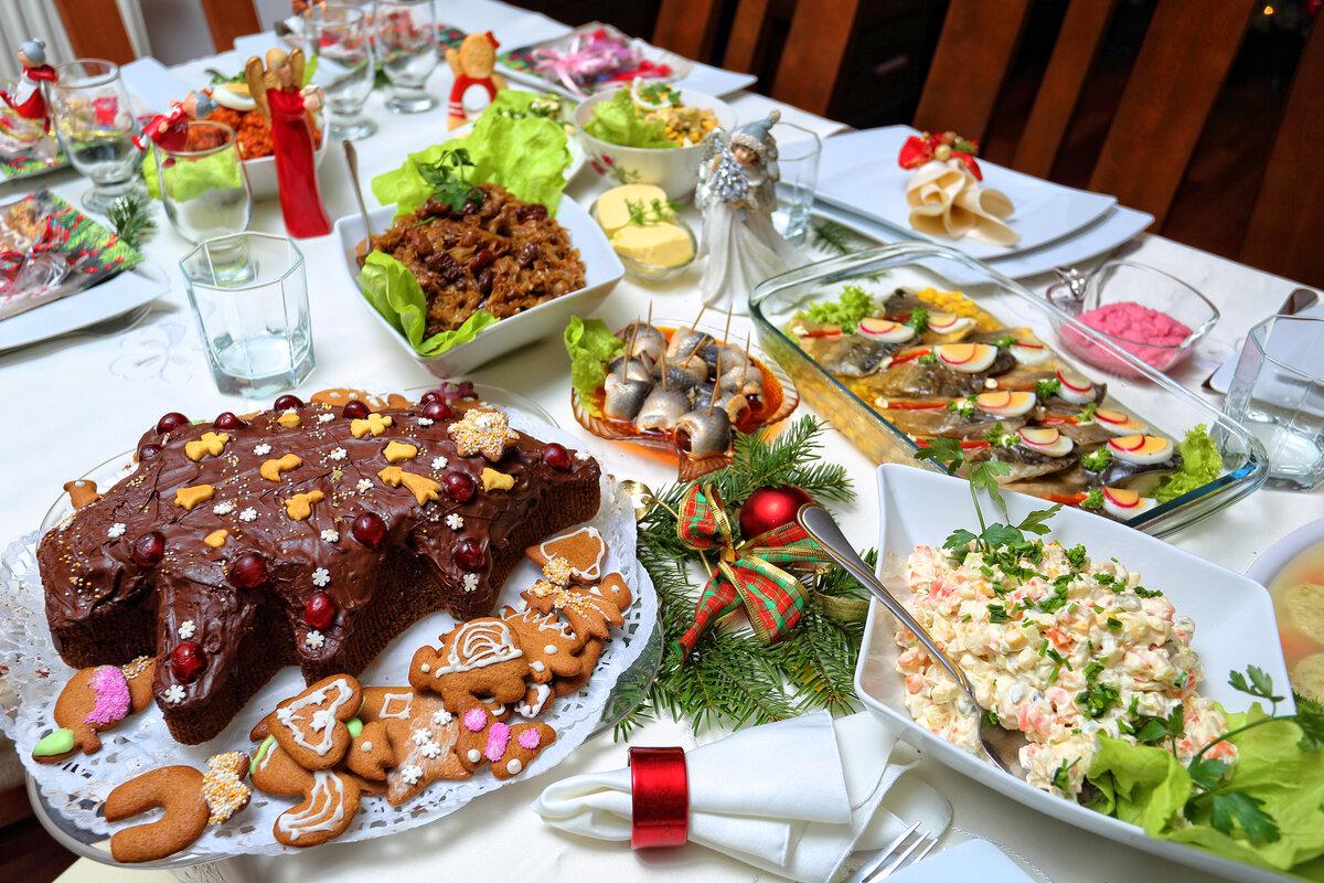 рисуем картинки новогоднего домашнего стола с едой одно