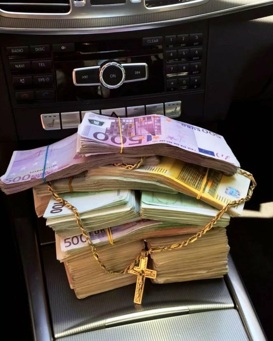 картинка с деньгами лучше ехать коктейль отличается