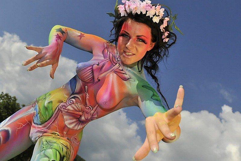 Видео эротическое с красками подготовили