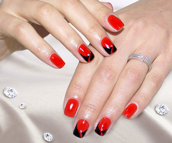 Красно черный маникюр на коротких ногтях фото