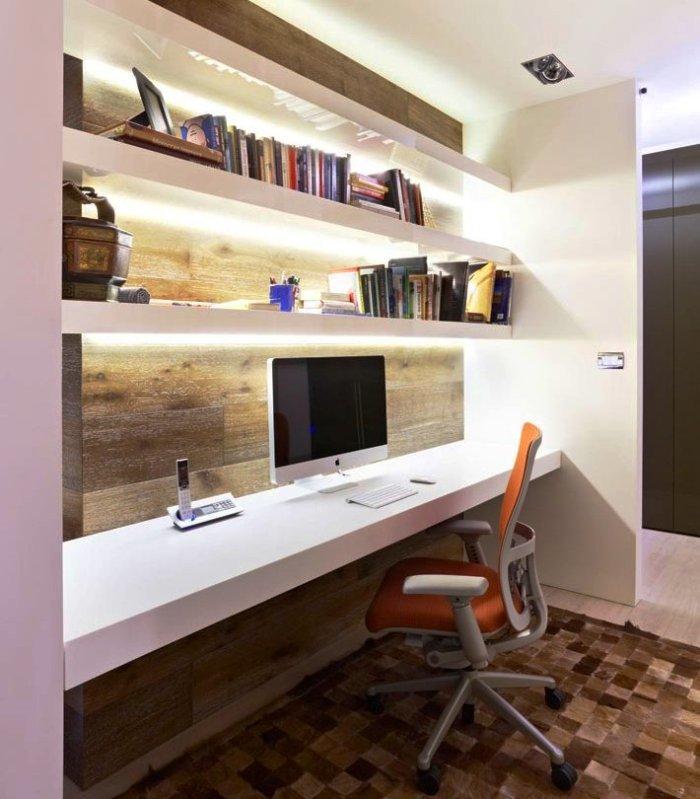 Домашний современный кабинет в деревянном стиле