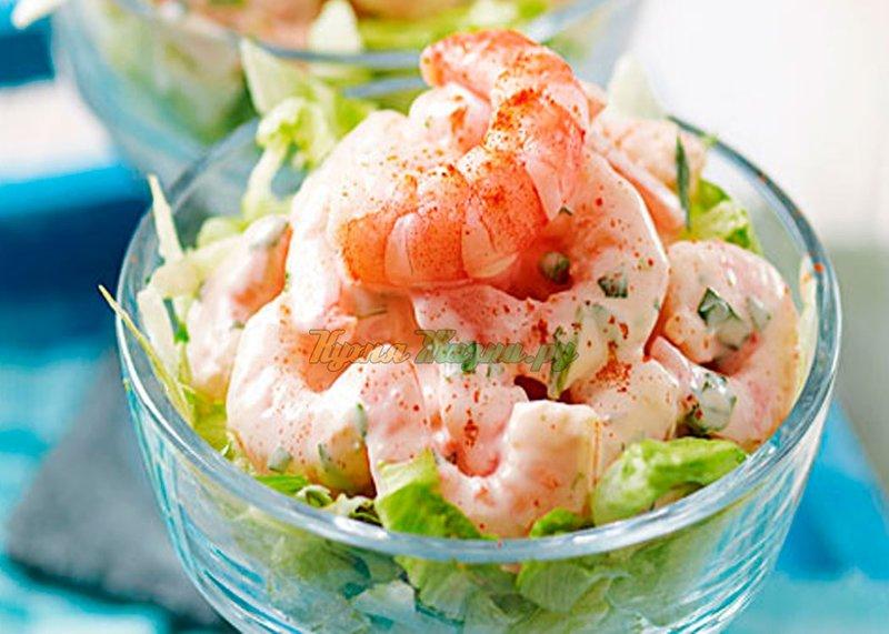 Простой салат с креветками фото