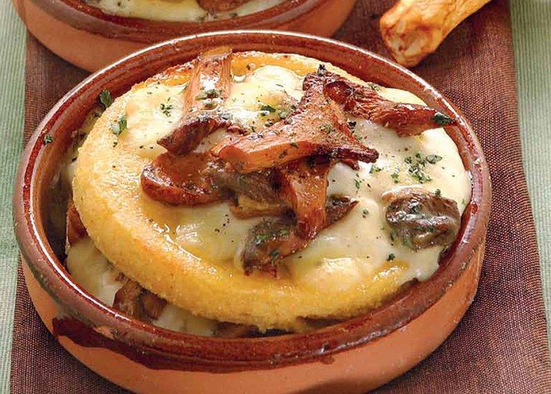 Мамалыга запеченая с грибами и сыром