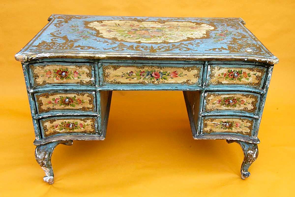рисунки на деревянной мебели фото вот