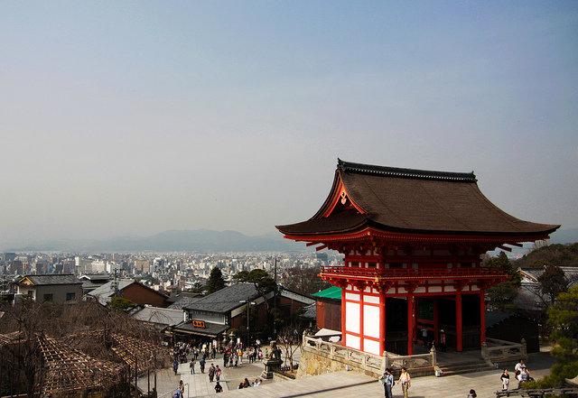 Киемидзу-дера — буддийский храм расположенный в Восточном Киото, был основан в 778 году.