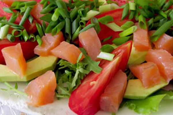 Пошаговый рецепт салата из семги с огурцом с подробным описанием всех шагов приготовления,