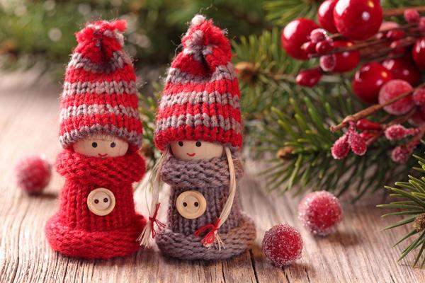 Игрушки вязанные куколки на елку
