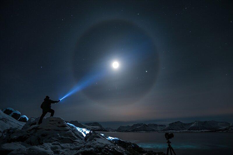 Фото дня: Лунное гало в Северной Норвегии