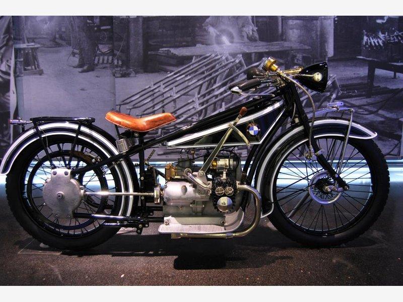 Музей BMW 2010_часть 1(всего 3) (Мюнхен, Германия) - Фото с планеты Земля