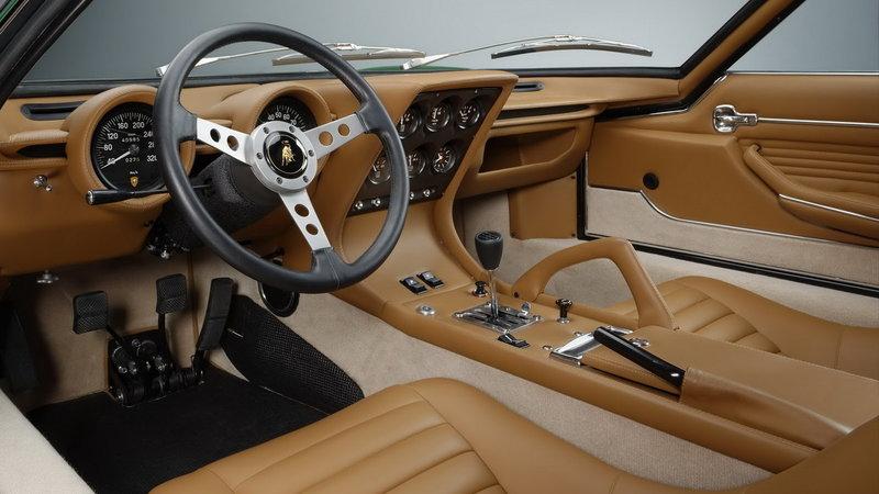 Lamborghini Miura. Интерьер салона