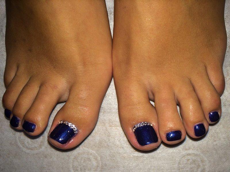 Фото ногтей на ногах дизайн со стразами фото на