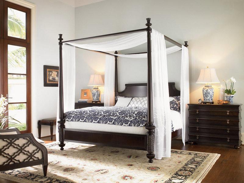 Тёмная кровать. Викторианский стиль