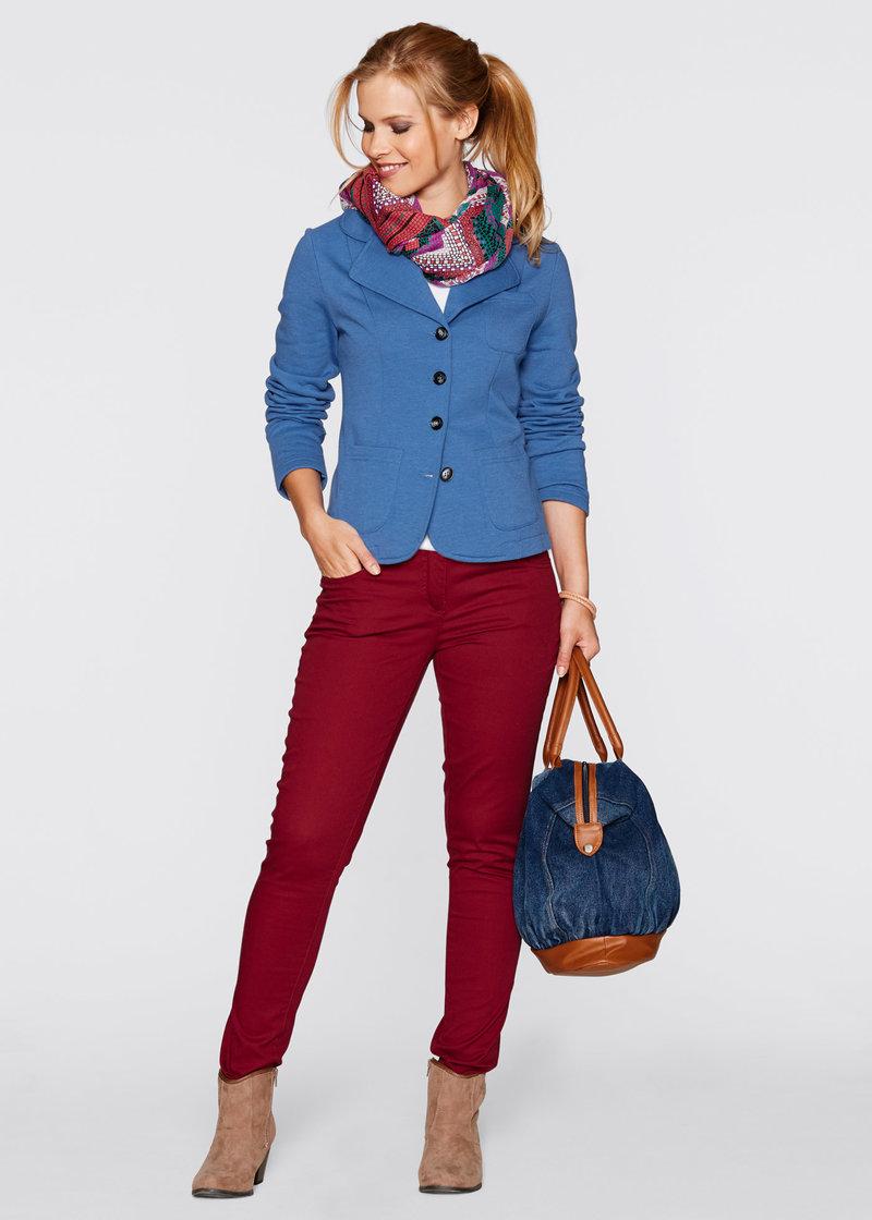 Элегантный короткий трикотажный жакет с накладными карманами - небесно-голубой
