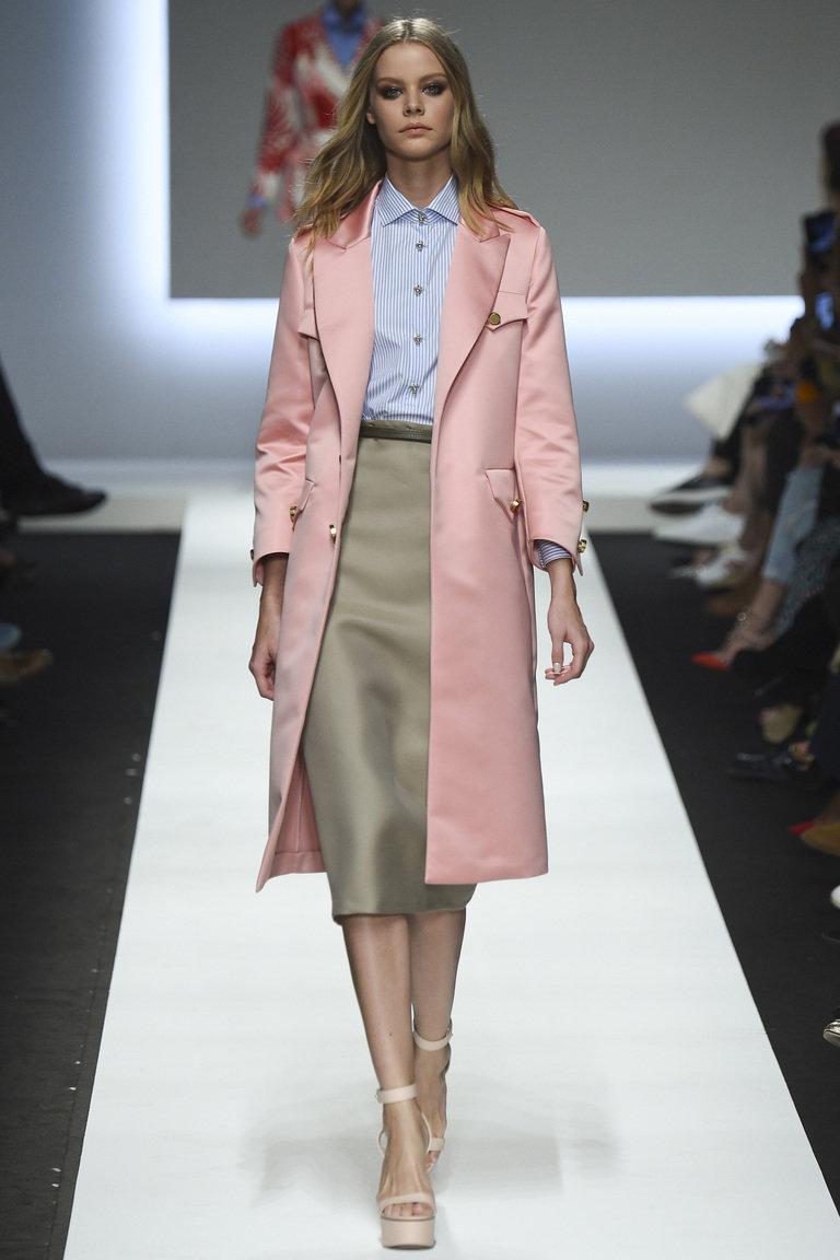 Фото модной юбки карандаш 2016 с рубашкой и модным плащом – фото новинка от Ermanno Scervino