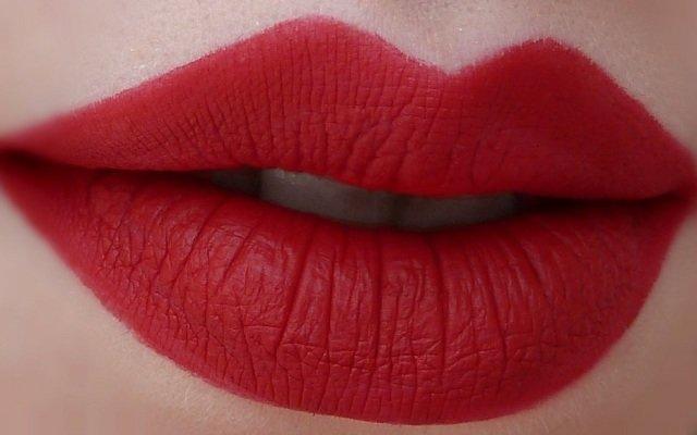 матовая помада для губ марки