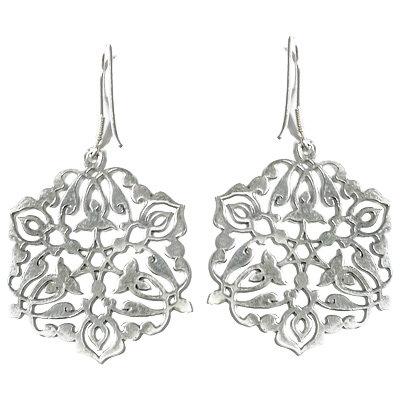 Серьги из серебра купить за 3 300 рублей.