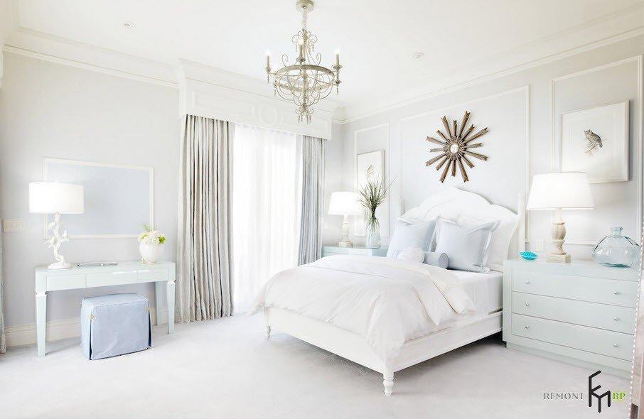 Светильник в форме звезды над кроватью