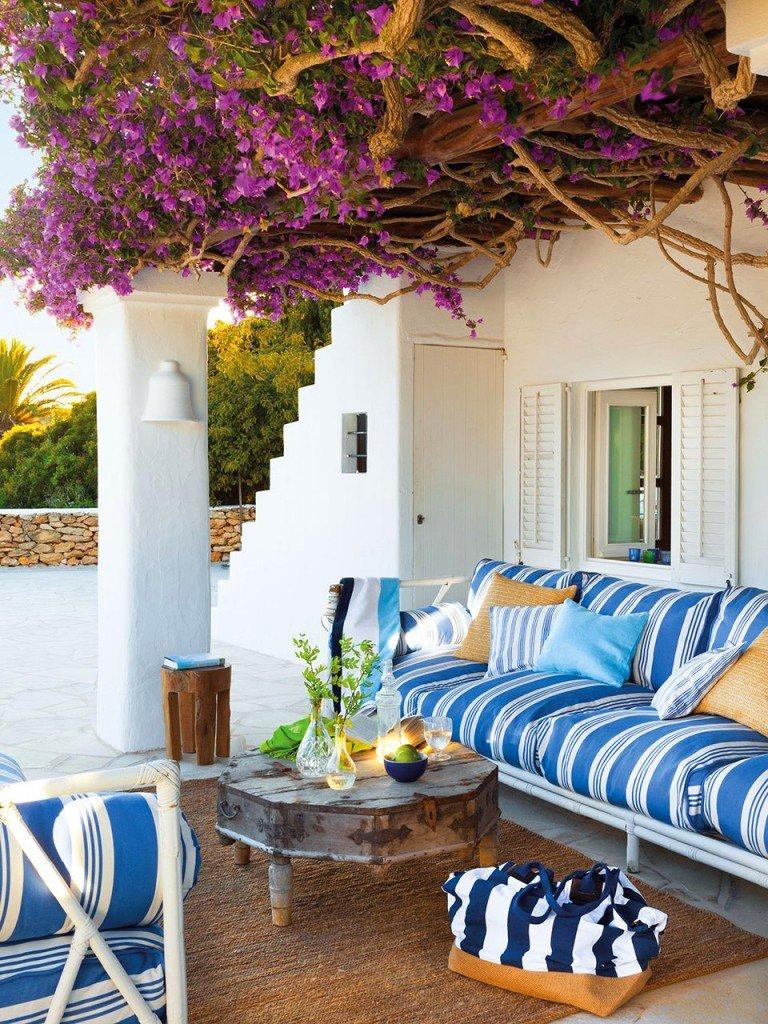 терраса перед домом в средиземноморском стиле
