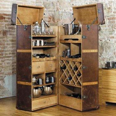 колониальный барный шкаф