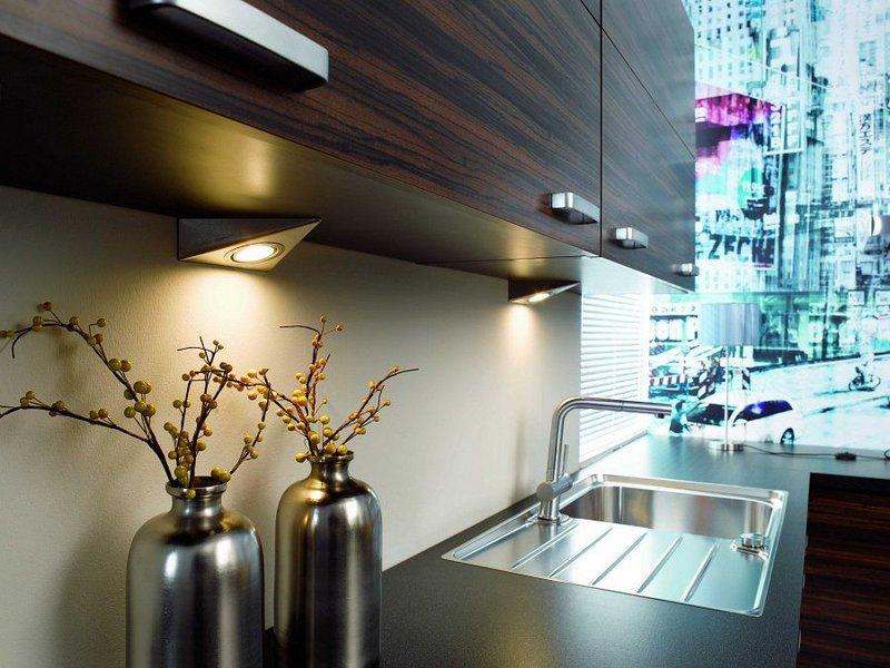 Варианты подсветки фартука и столешницы в кухне - Фото интерьеров