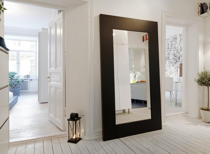 Зеркало в интерьере прихожей